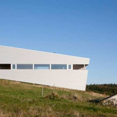 Sliding House, the wooden house suspended on the coast